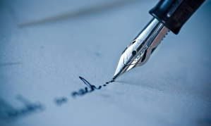 Close-up-of-pen-writing-o-012