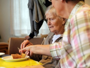 3016071_Dementia-older-person-patient-feed