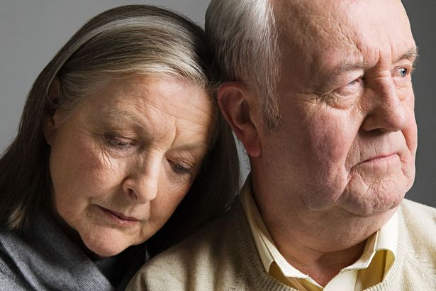 0_Elderly-couple-looking-worried